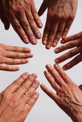 Hände bilden einen Kreis