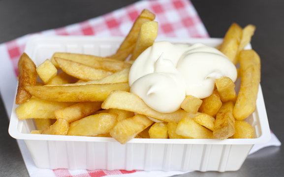 ravier de frites Belge sauce mayonnaise