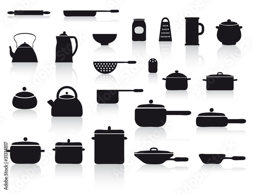 Set con pentole e utensili da cucina immagini e - Stoviglie e utensili da cucina ...