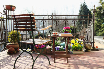 Patio in mediterranean Style - Spring 2