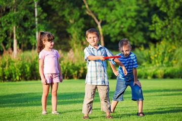 Kids playing freesbee