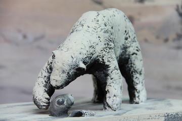 Ours polaire chassant un bébé phoque