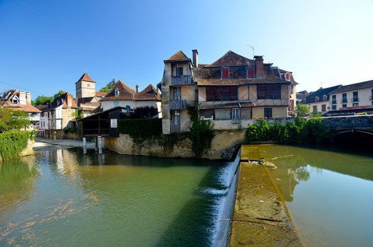 Au village de Salies de Béarn