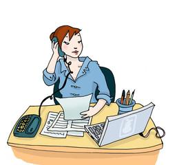 Giovane donna al lavoro nel suo ufficio