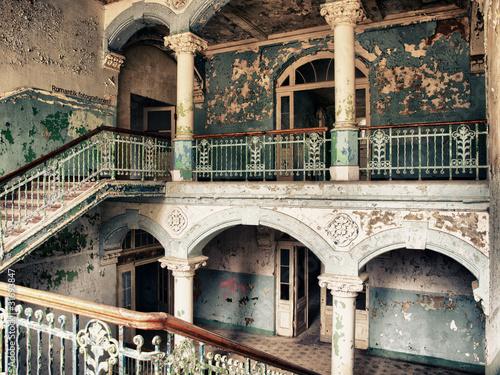 treppenhaus im alten krankenhaus stockfotos und lizenzfreie bilder auf bild 31693847. Black Bedroom Furniture Sets. Home Design Ideas