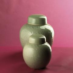 Stilleben Vasen geschlossen