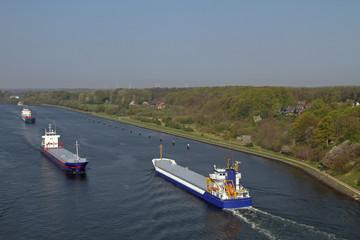 Frachtschiffe auf dem Nord-Ostsee-Kanal
