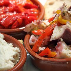 Tapas : Salade de poulpes, poivrons marinés, brandade