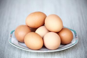 piatto con uova fresche