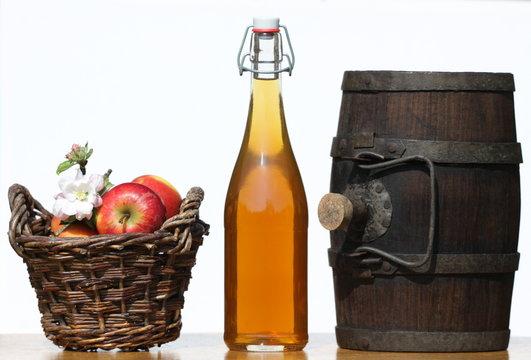 cidre,pomme,jus,bretagne,normandie,tonneau,bouteille