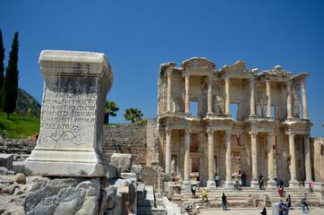 Près de la bibliothèque de Celsus à Ephèse
