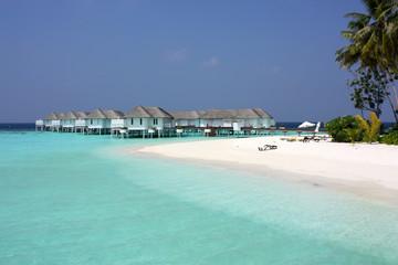 Maldives 美しい白い水上ヴィラの風景