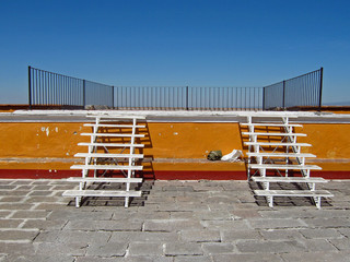 Aussichtsplattform nit zwei Treppen in Mexiko
