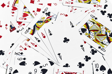 Poker d'assi sulle carte