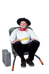 Handwerksmeister sitzt in der Schubkarre 794v