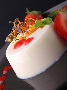 panna cotta et coulis de fraise