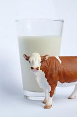 Milchkuh mit Glas III