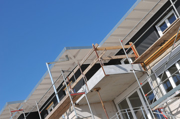 Neubau eines Mehrfamilienhauses - diagonal