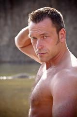 Nackter Mann im See, Porträt