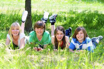 4 Teenager im Grünen 20.05.11