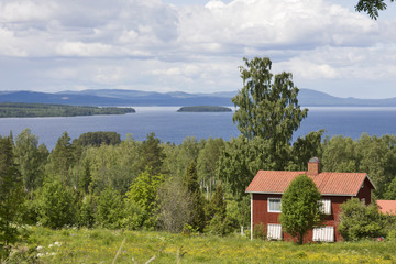 haus in schweden mit blick auf den siljansee