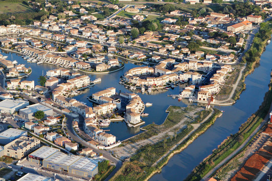 Photo aérienne marina d'Aigues-Mortes (30220)