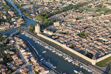 Photo aérienne remparts d'Aigues-Mortes