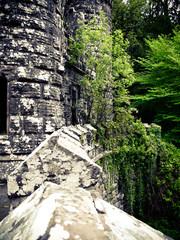 Einmauern