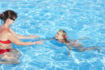 Swimming Instructor learn child swim.