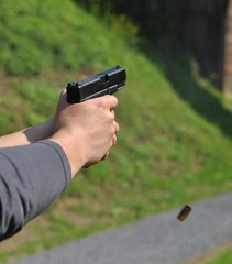 Glock 17 in recoil ejects casing
