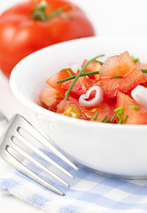 Tomatensalat mit Zwiebel