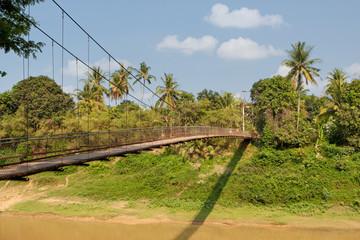 schmale Hängebrücke
