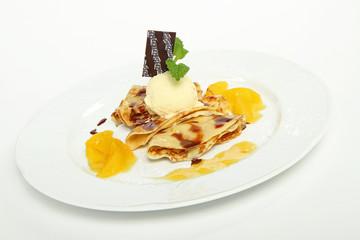 pfannkuchen/palatschinken mit vanilleeis,orange und schokolade