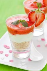 Dessert mit Erdbeere