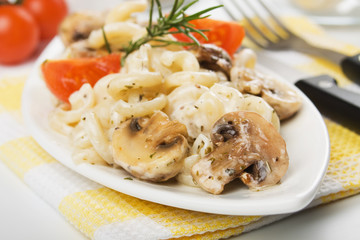 Champignon mushrooms wit pasta