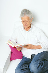 Entspannt ein Buch lesen