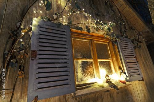 Weihnachtsdeko am winterlichen fenster stockfotos und lizenzfreie bilder auf - Weihnachtsdeko am fenster ...