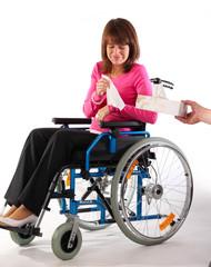 WEinen Tempo Rollstuhl Dame hübsch