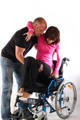 Paar, tragen Rollstuhl, gehbehindert