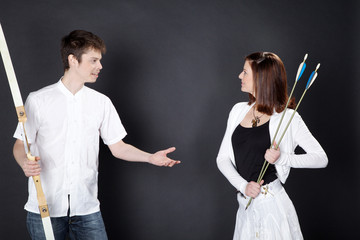 Schwester ärgert ihren Bruder