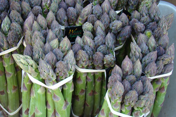 fresh organic asparagus at farmers market