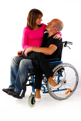 Frau auf Schoss Rollstuhl