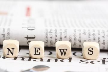 Holzbuchstaben mit Text NEWS