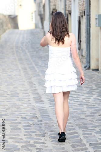 u0026quot femme marchant de dos u0026quot  photo libre de droits sur la