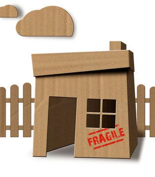 Kartonhaus Fragile