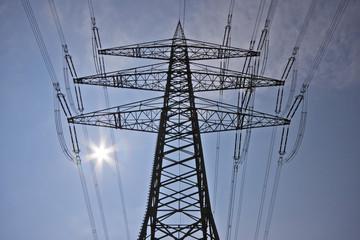 Stromkabel am Mast Starkstromleitung