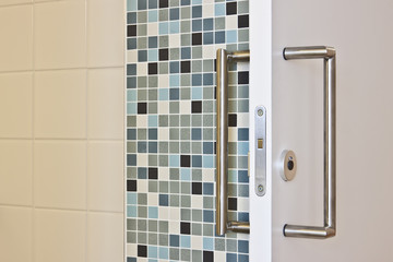 Schiebetür zum Badezimmer