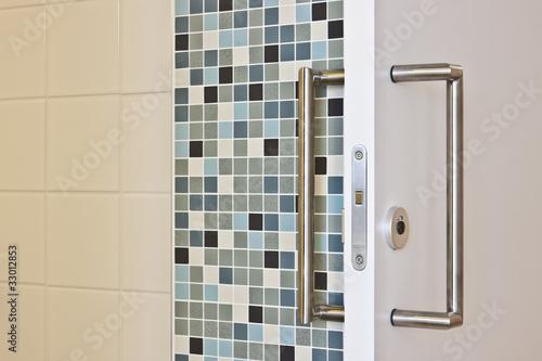 Schiebetür zum Badezimmer\