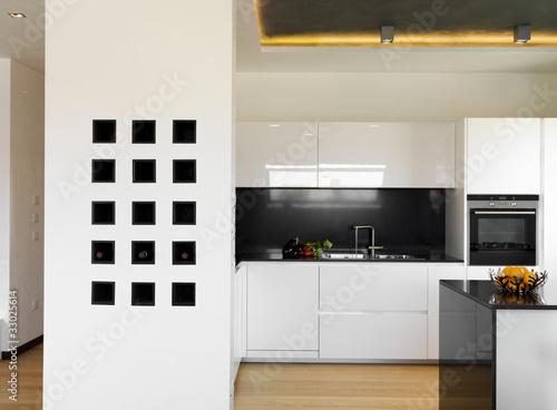 Lussuosa moderna cucina bianca immagini e fotografie for Abbonamento a cucina moderna
