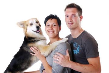 Junges Paar mit Hund